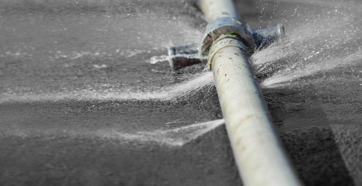 ¿Cómo sellar una fuga de agua en tuberías de manera efectiva? - Royse, Rodamientos y Servicios